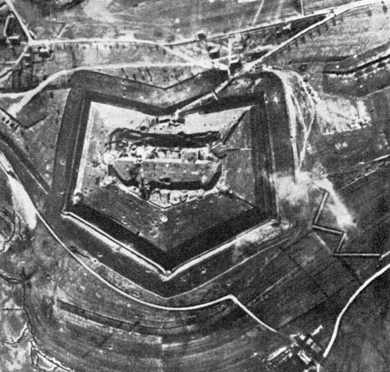 Fort_Douaumont_Anfang_1916