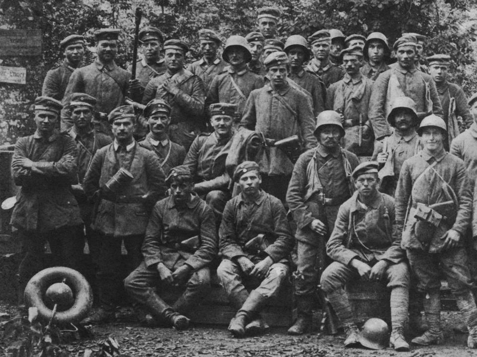 Stosstrumpen, groupes d'assaut spécialisés armés de grenades et de lance-flammes.