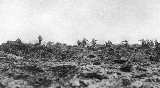 L'infanterie allemande attaque.